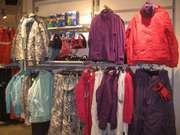 Торгівельне обладнання (торгові меблі) для одягу та взуття.